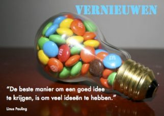 Vernieuwen; Foto: M&M candy lightbulb by Willie Lunchmeat