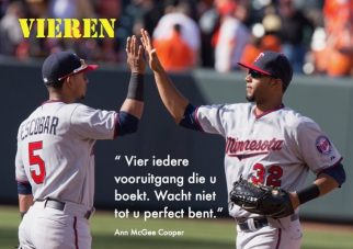 Vieren; Foto: Eduardo Escobar, Aaron Hicks by Keith Allison