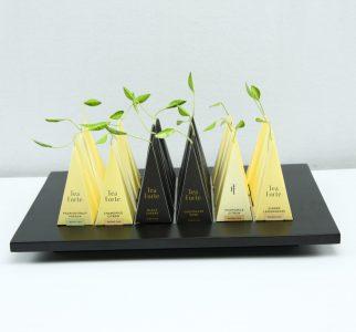Presentatie blad Tea Forté zwart harthout met brede rand