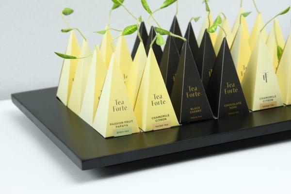 Presentatie blad Tea Forté zwart hardhout met brede rand