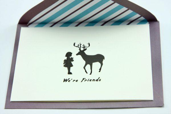 Wenskaartje kleurrijk met envelop We're friends