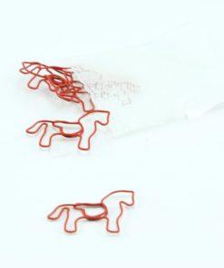Rood metalen paperclip paard 5 stuks