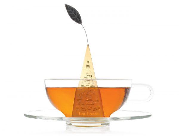 Vergulde thee infuser met onderzetter voor losse thee van Tea Forté