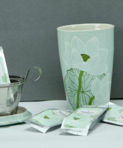 Kati lotus cadeauset: Kati mok met selectie lotus thee van Tea Forté